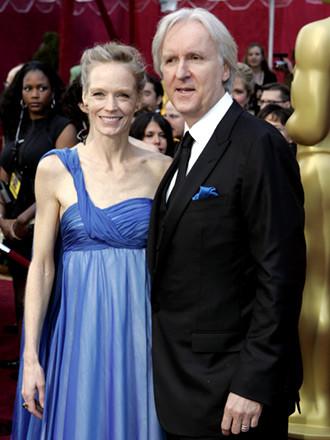 James Cameron, nominado y seguro ganador ... se quedó con las limosnas. Llegando con su anoréxica mujer, Suzy Amis (y se separó de Bigelow, mil veces más linda y encima le ganó todo ayer ... jajaja