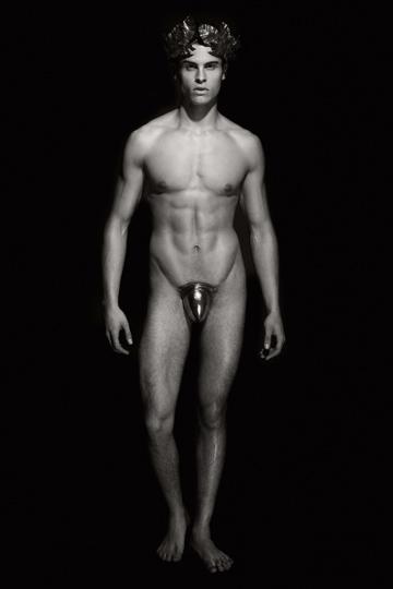 Y Apolo, es uno de los modelos más sexys de Karl Lagerfeld, el francés Baptiste Giabiconi.