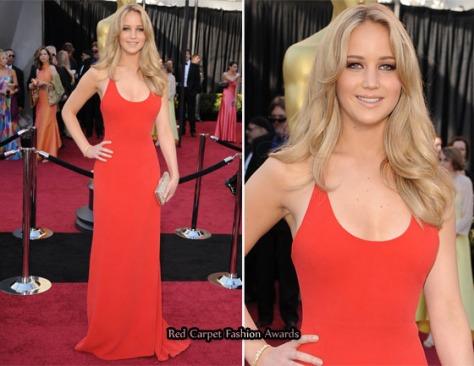 Jennifer Lawrence con un Calvin Klein. Impresionante la joven de Winter's Bone