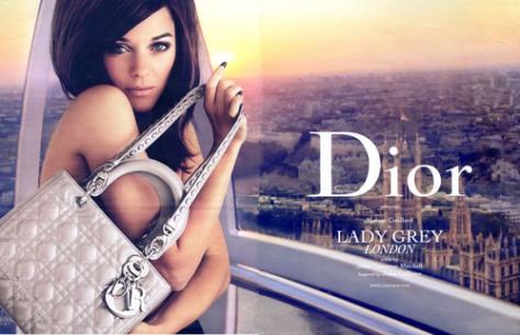 Marion Cotillard (que le debe su fama a Edith Piaf), para Dior