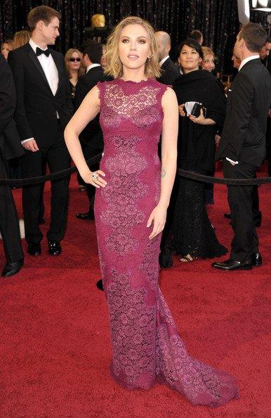 Scarlett Johansson con su Dolce & Gabbana confeccionado totalmente de encaje
