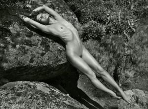 milla-jovovich-2012-pirelli-calendar-02