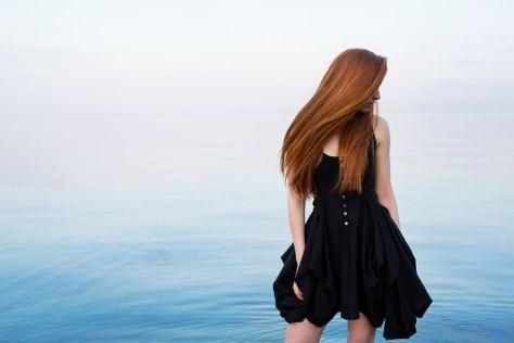 La modelo Nastya Pindeeva en el Mar Negro, Ucrania
