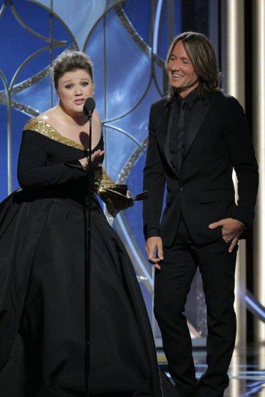 Kelly Clarkson y Keith Urban presentaron cantando el Globo a la mejor banda sonora.